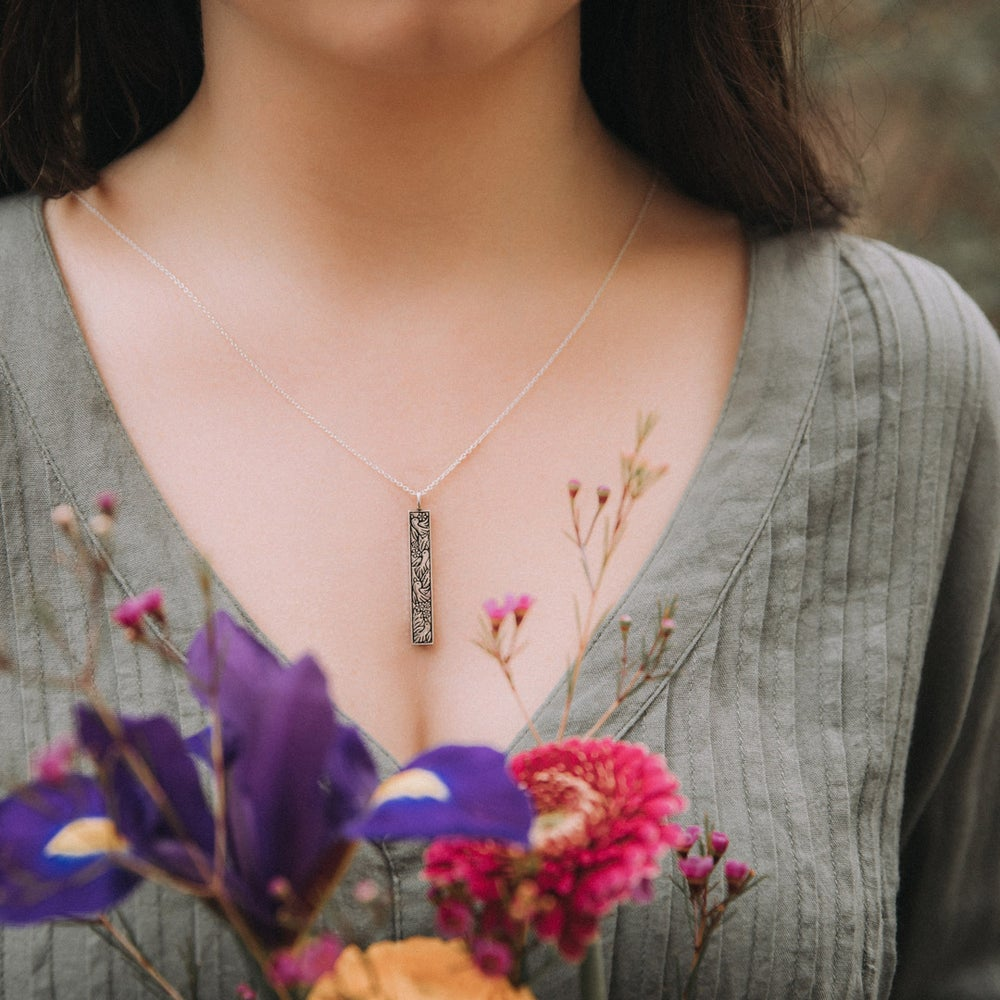Image of Robin Column Necklace