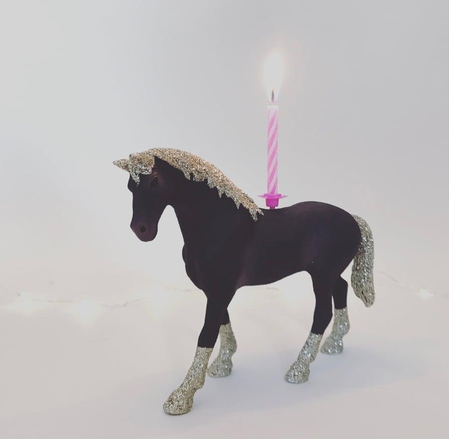 Image of HORSE black