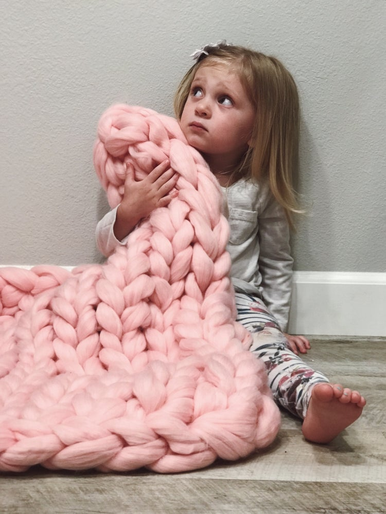 Image of MINI CHUNKY KNIT BLANKET