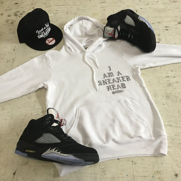 I AM A SNEAKERHEAD (BLACK OR WHITE /SILVER) TSHIRT & HOODY