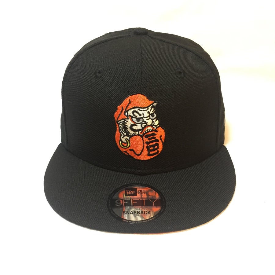 Image of NEW ERA DARUMA 9FIFTY SNAP BACK CAP