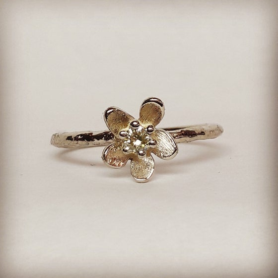 Beeld van Forget me not with 0.09ct diamond