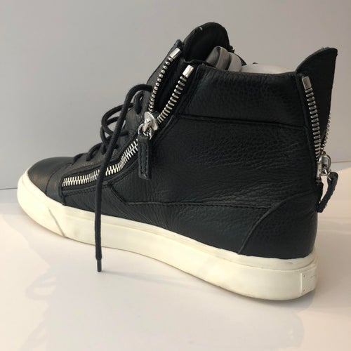 Image of GIUSEPPE ZANOTTI MEN LEATHER SNEAKER