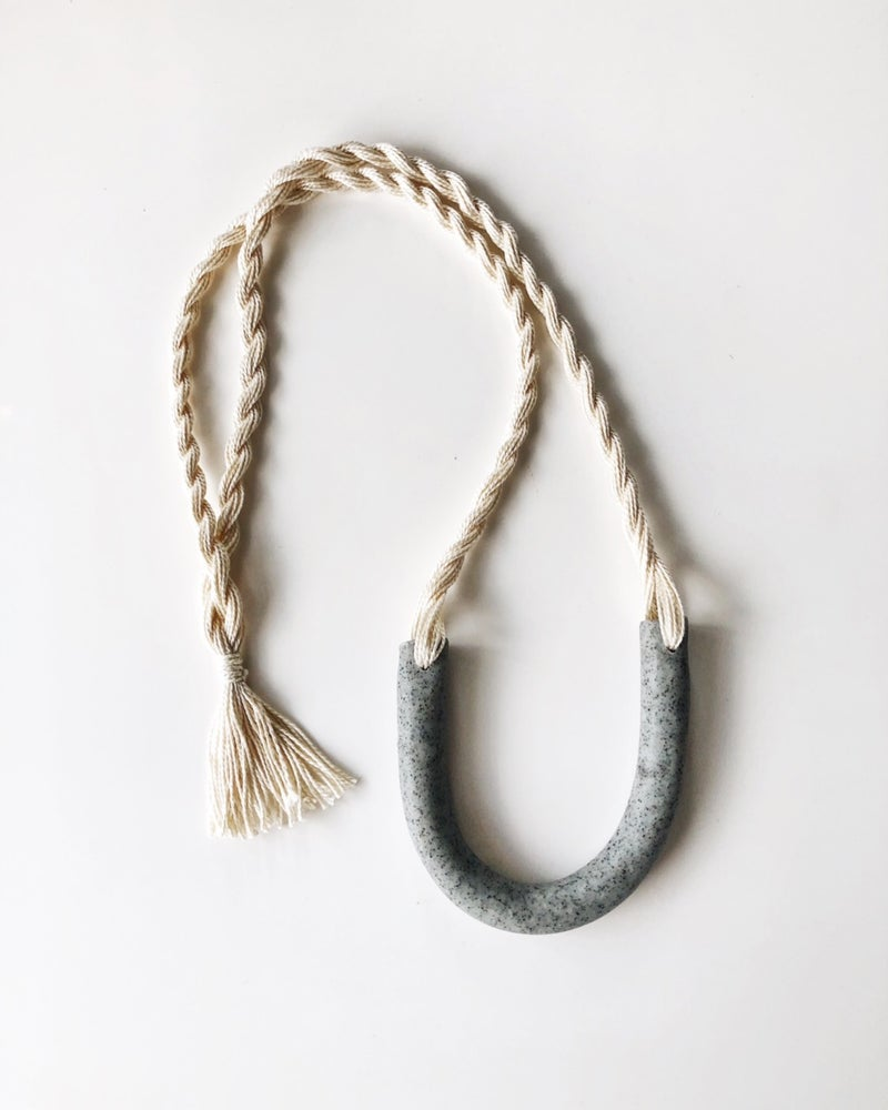 Image of ecru + granite arc necklace