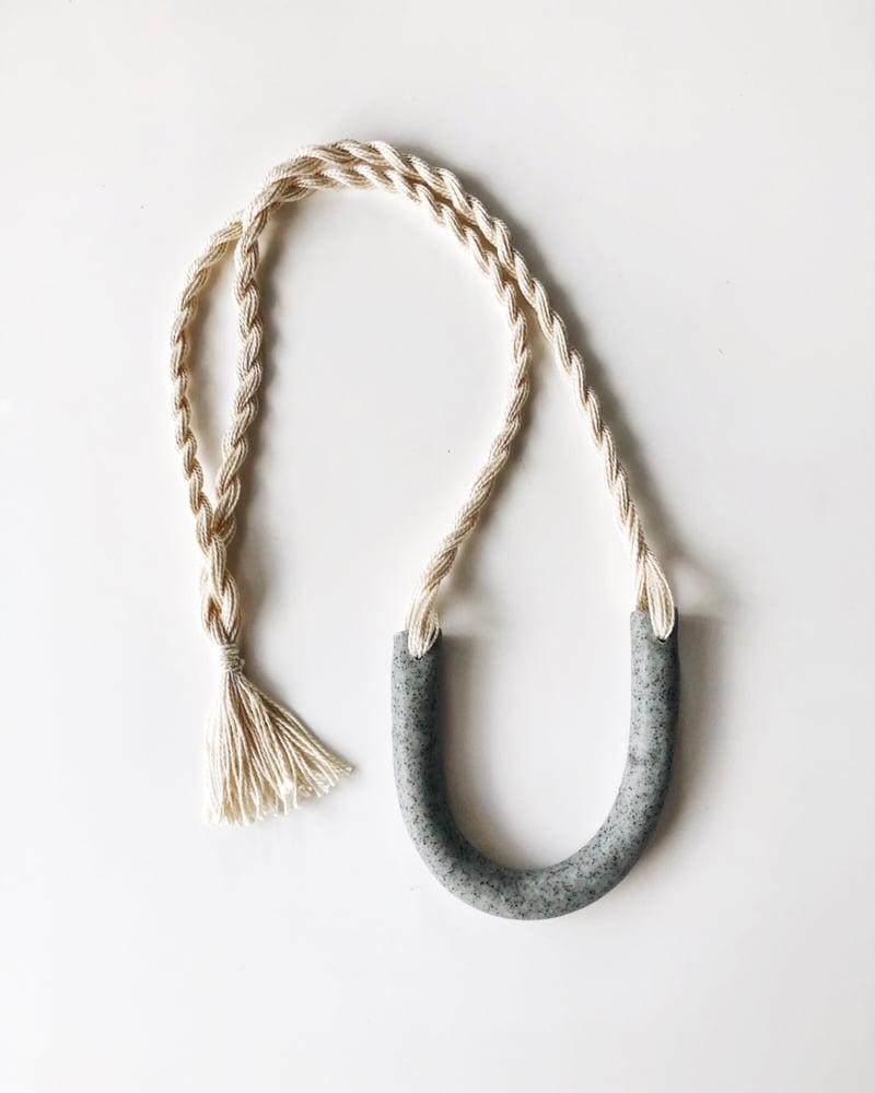 Image of ecru + granite arc necklace