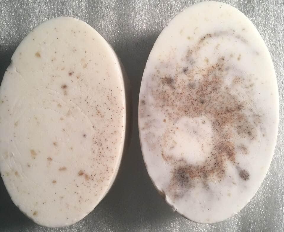 Image of Soft loofah and Walnut Shavings Exfoliant Soap Bar
