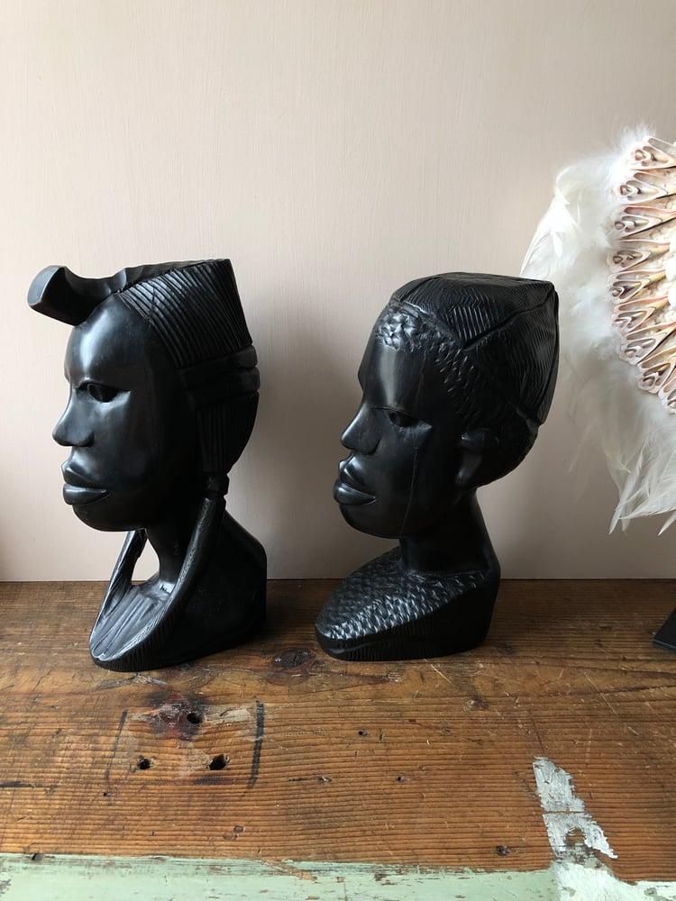 Image of Têtes sculptées ébène