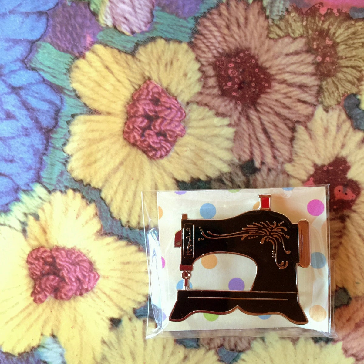 Image of Sewing machine brooch