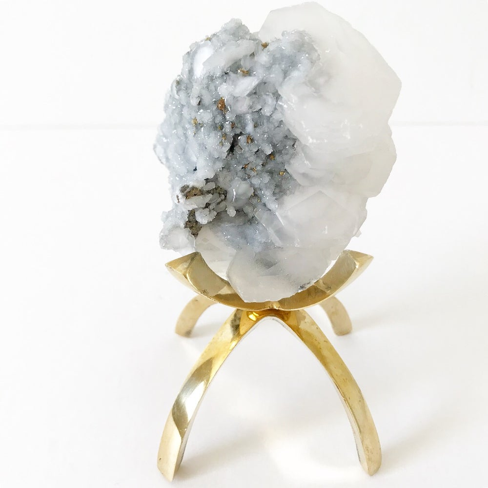 Image of Moroccan Quartz Cluster no.61 Vintau Brass Stand Pairing