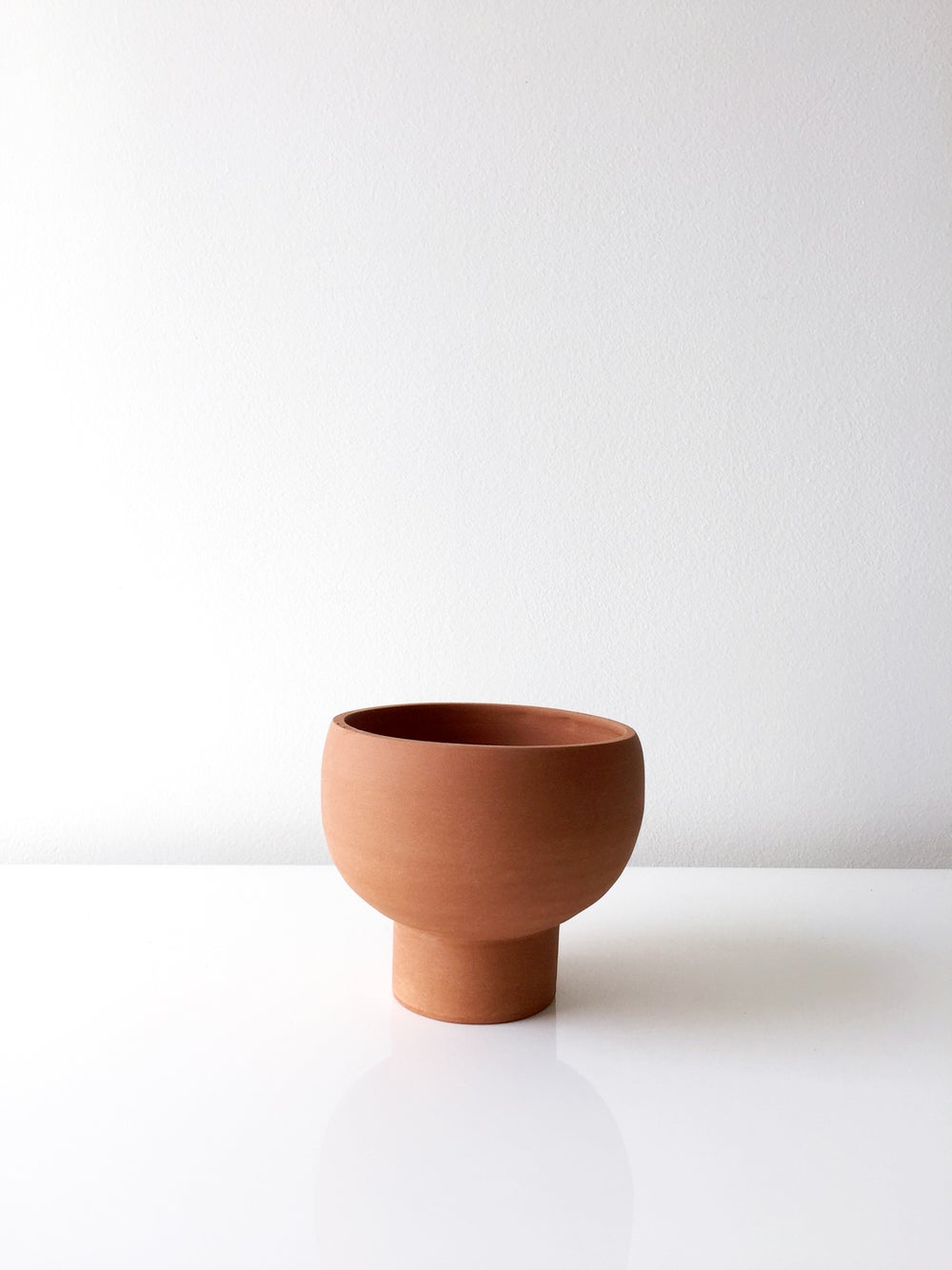 Image of Terracotta round planter
