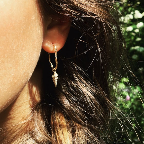 Image of conch shell / hoop earring