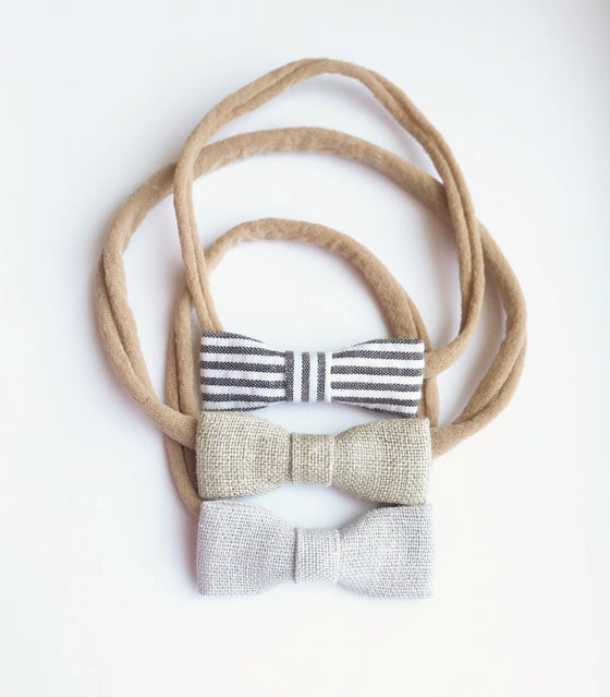 Image of Plain Jane Bow Set