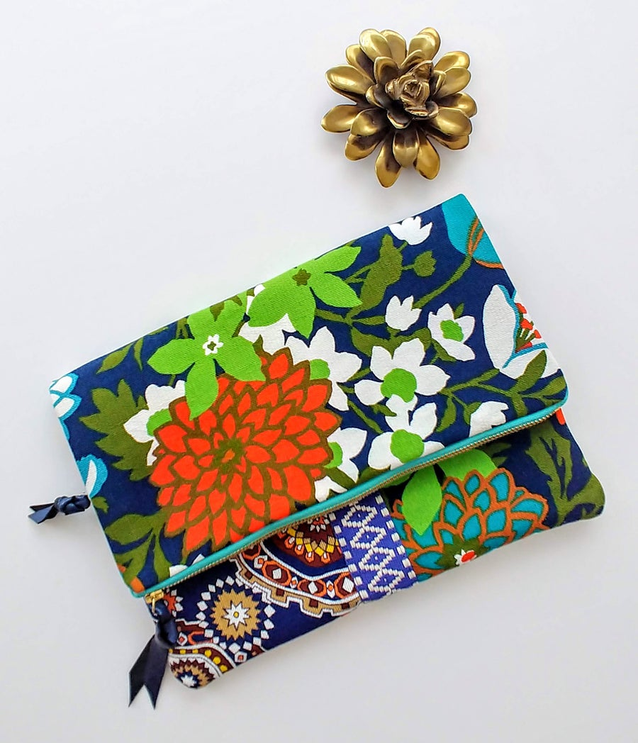 Image of Edit Summer 2018 Vintage Floral Fabric Fold-Over Clutch (1/3)