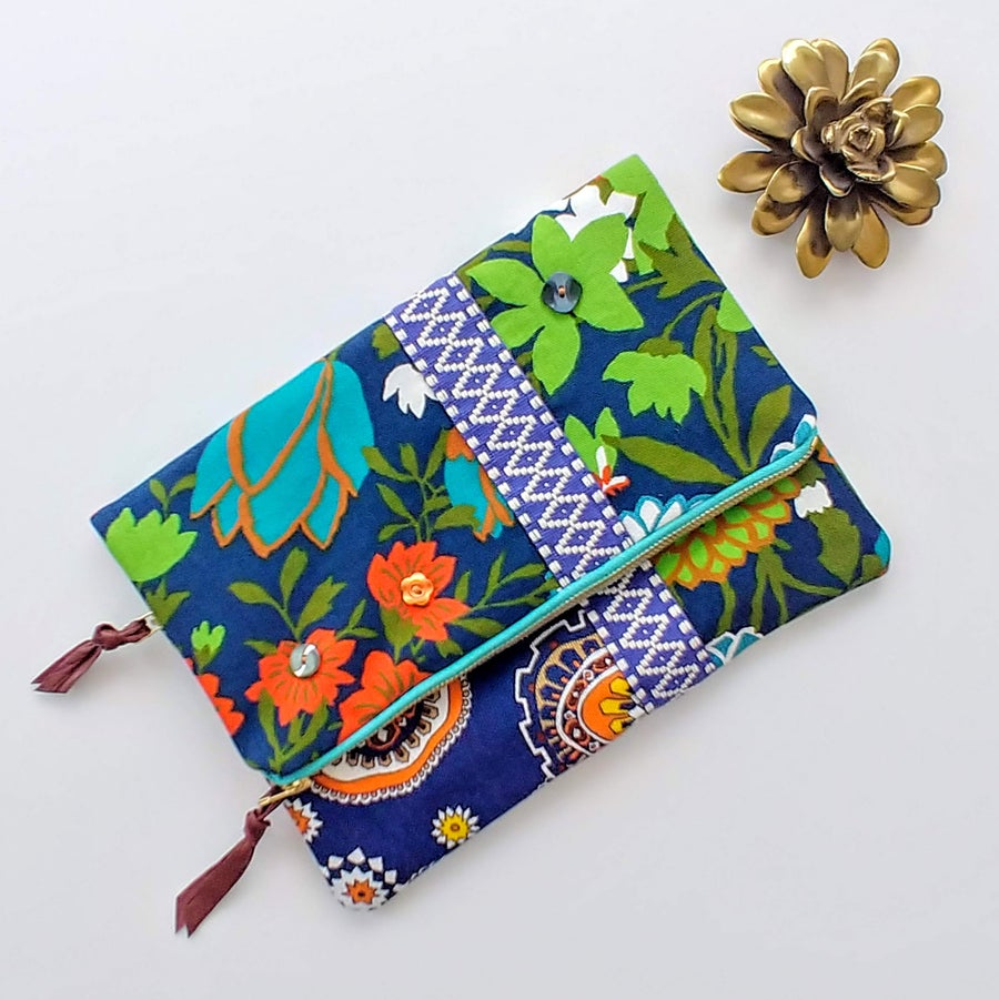 Image of Edit Summer Vintage Floral Fabric Fold-Over Clutch (3/3)