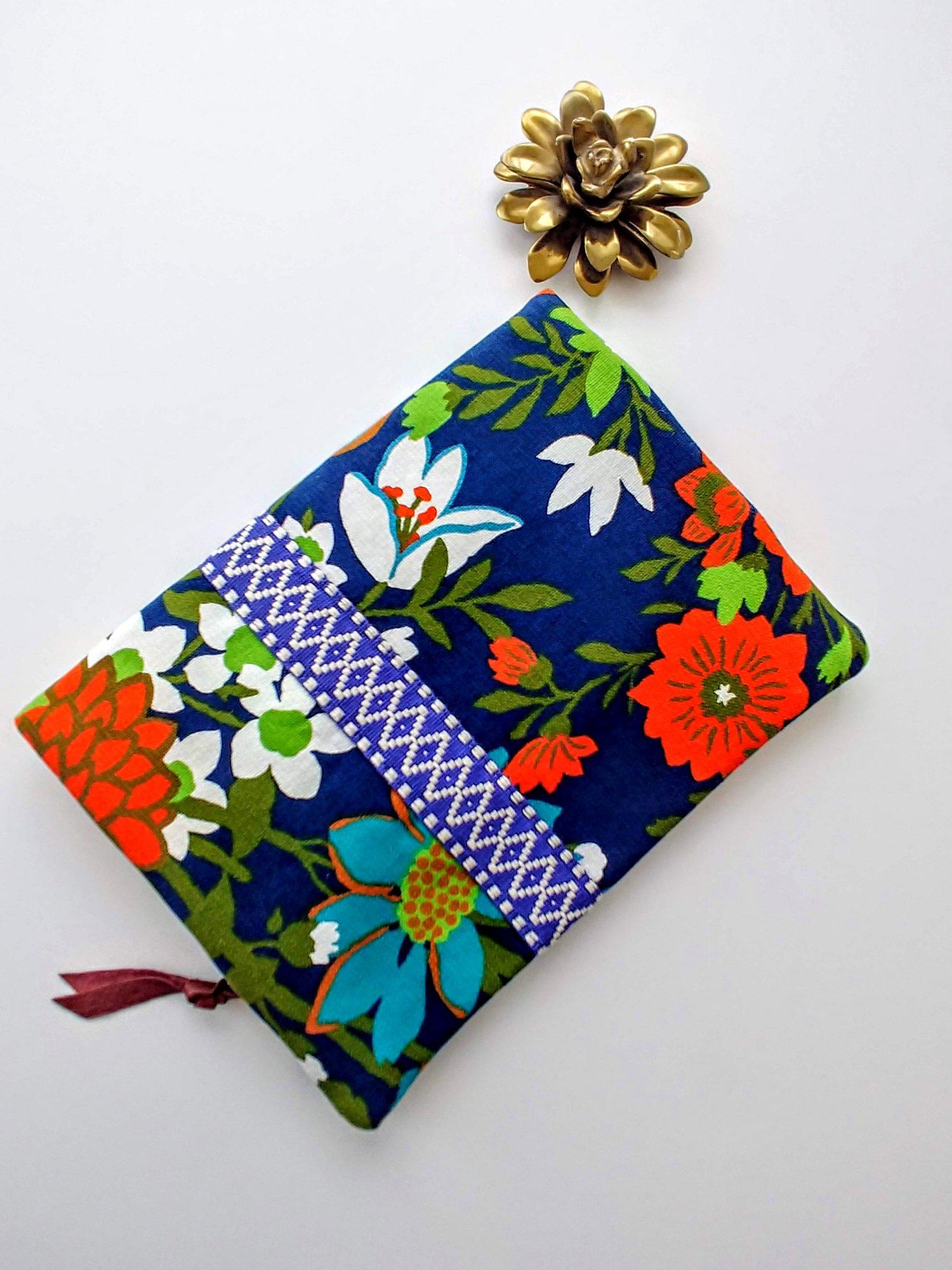 Image of Edit Summer Vintage Floral Fabric Fold-Over Clutch (3/3)