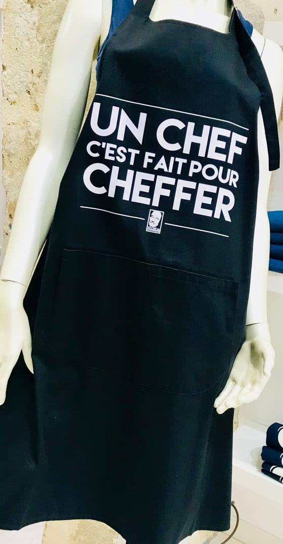 """Image of Tablier Chirac """"Un Chef c'est fait pour Cheffer"""" Noir"""