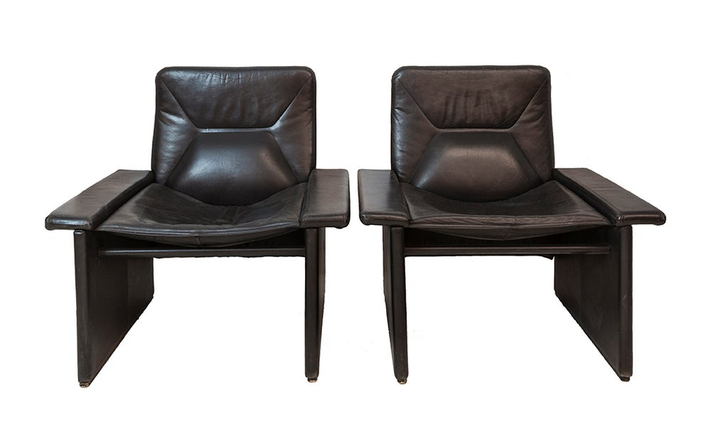 Image of 2 butacas cuero negro / Francia / Años 80.