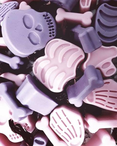 Image of Pile of Bones Melts