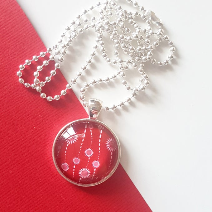 Image of 1inch pendant - Red and White Blooms