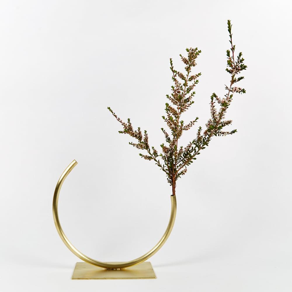 Image of Vase 635 - Edging Over Vase