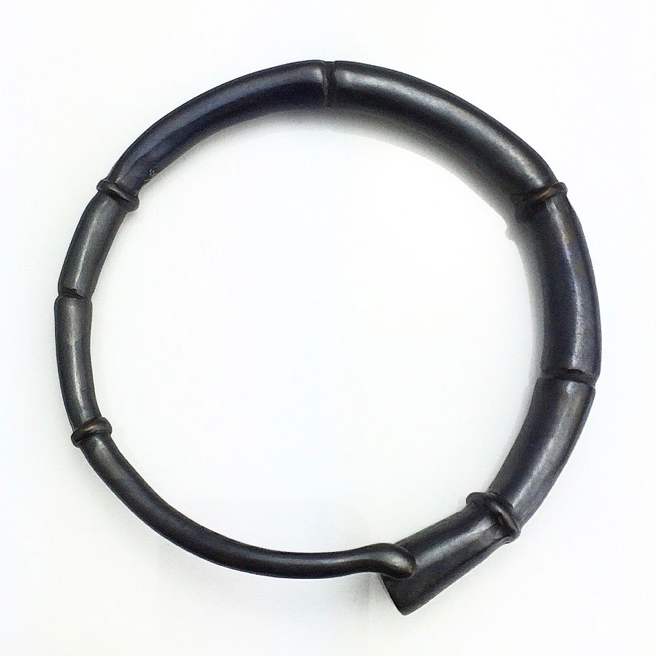 Image of Black Tendril Bangle Bracelet 01