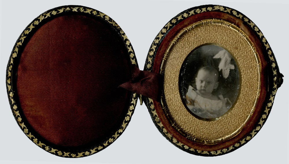 Image of daguerreotype with a Hidden Mother, 9th plate