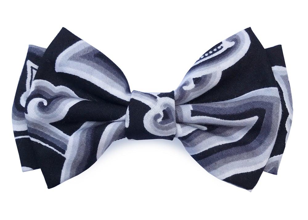 Image of Bali Black & White pre-tied bow tie