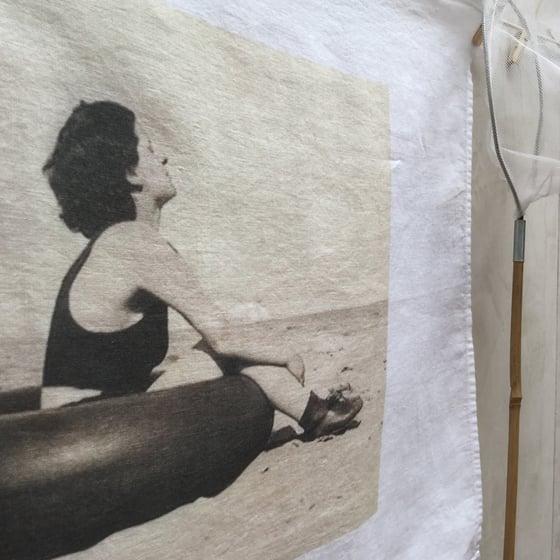 Image of Torchon lin lavé ~ Baigneuses à Nice ~ La bouée
