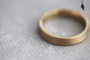 Image of 9ct gold 4mm plain flat court