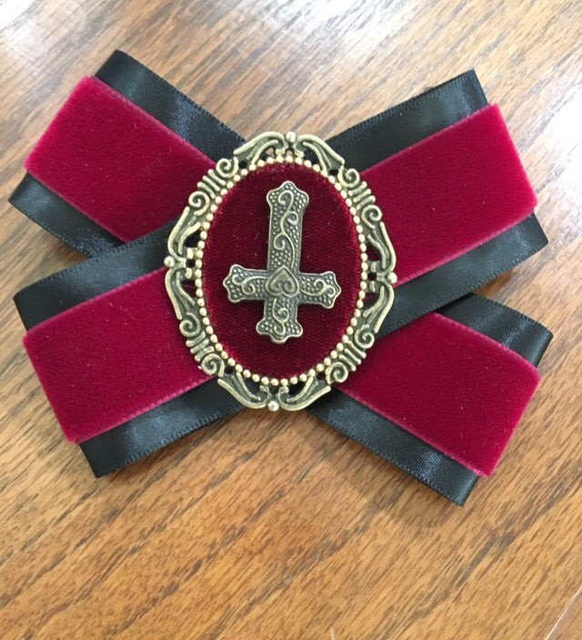 Image of Ribbon brooch with cross