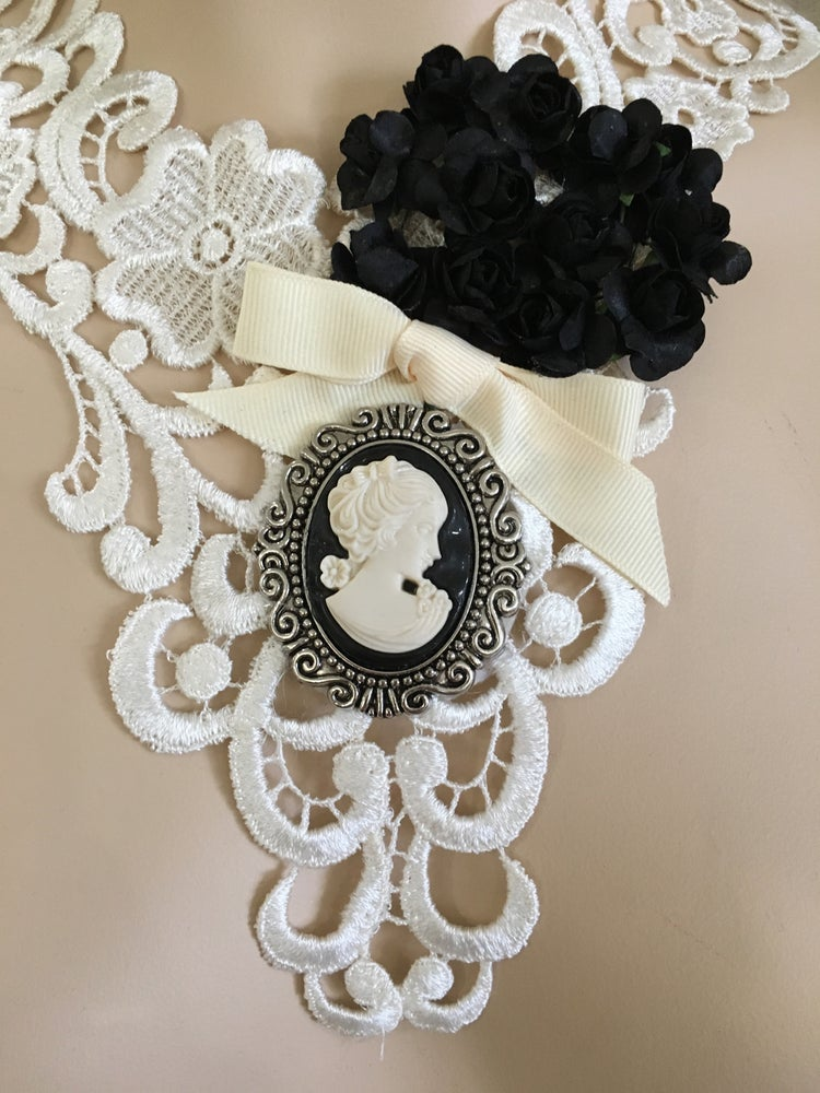 Image of White lace necklace with cameo and flowers