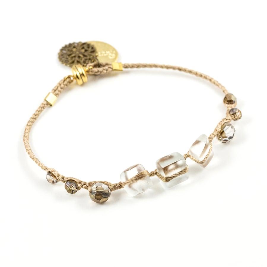 Image of Bracelet Perlé en fil de soie de Paris et cristal swarovski
