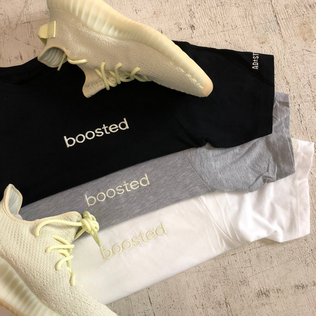 Image of BOOSTED EMBROIDERY (BUTTER) LONG BODY T-SHIRT W/ SCALLOPED BOTTOM HEM