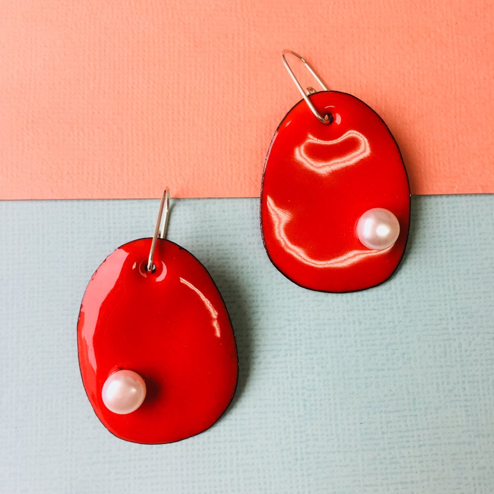 Image of Enameled pearlie earrings with freshwater pearls