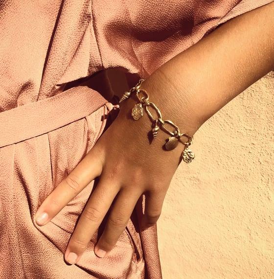 Image of Sea Shell Bracelet