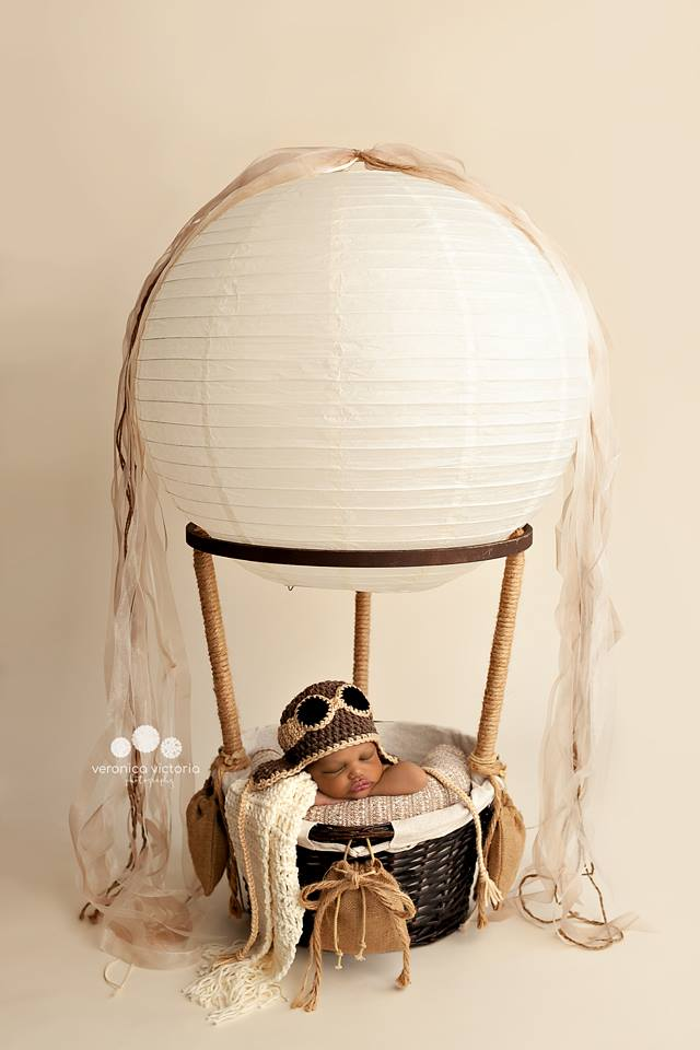 Little Ones Hot Air Balloon Basket With 3 Sand Bags And 3 Free