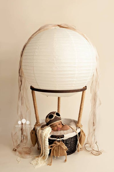 "Image of ""Little One's"" Hot Air Balloon Basket with 3 Sand Bags ~ And 3 FREE BALLOONS!"