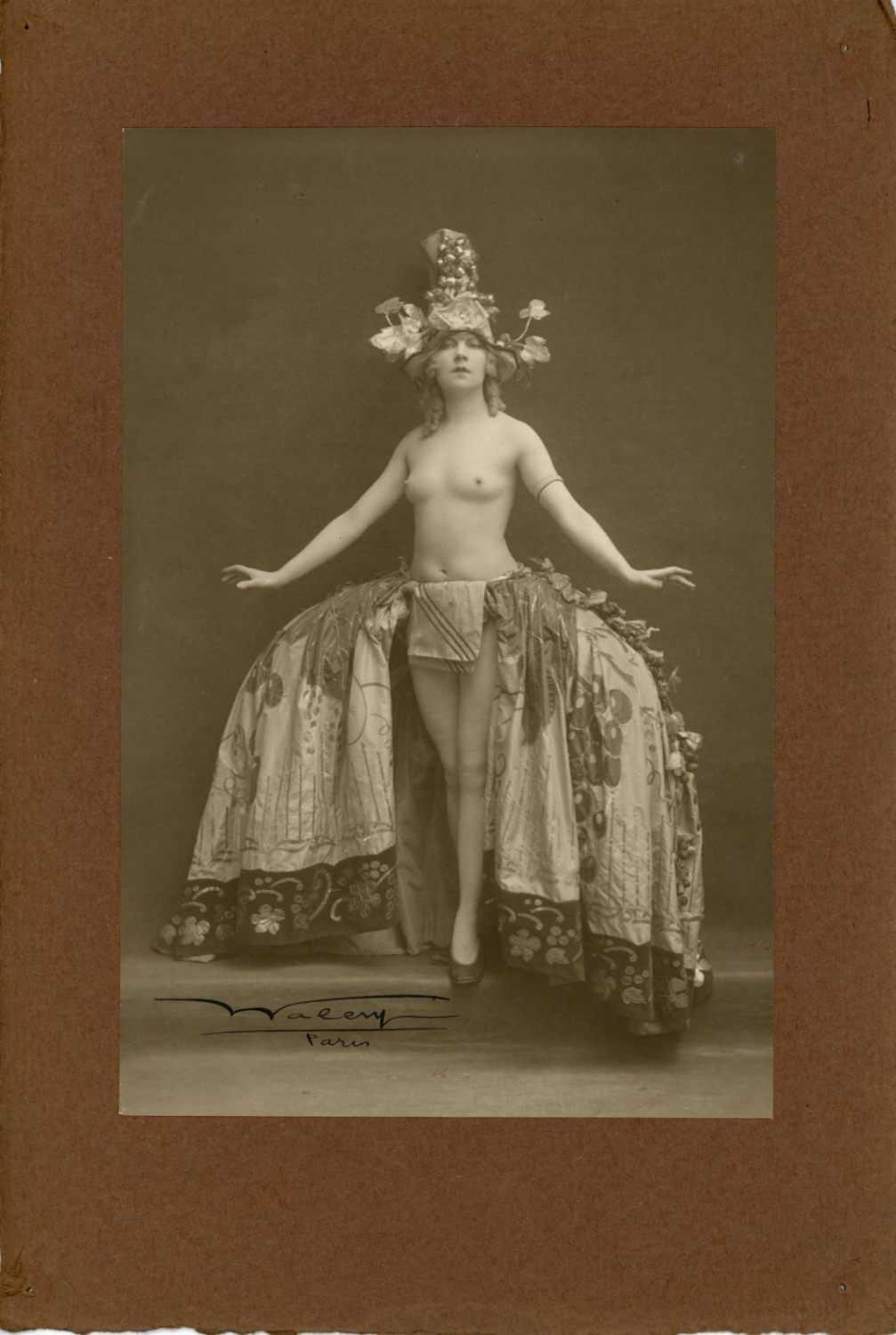 Image of Waléry: a nude dancer from the Folies Bergères in Paris, 1925
