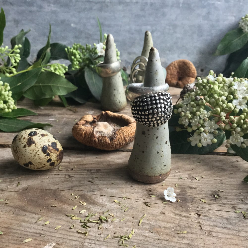 Image of Quail speckle ring holder