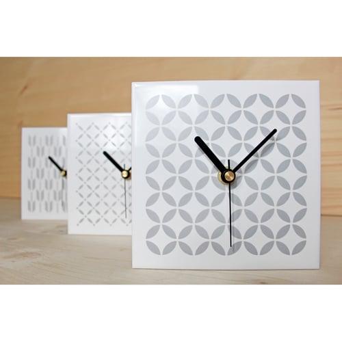 "Image of Fliese-Uhr I Tile-Clock ""TWENTIES"""