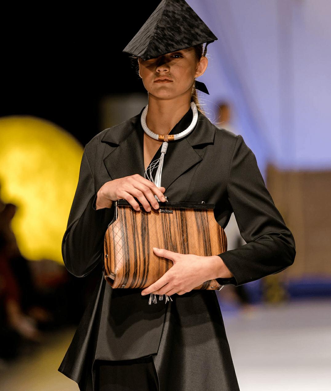 Image of bag in ebony - Sophia design