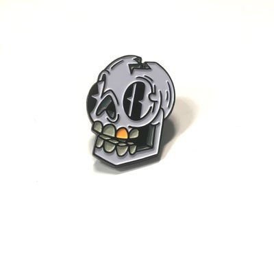 Image of Gold Tooth Skull Pin