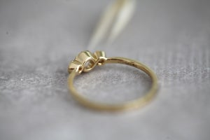 Image of *NEW* 18ct gold rose-cut diamond trilogy ring (IOW86)