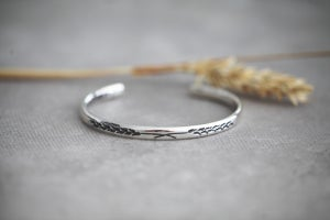 Image of *NEW* Barleycorn engraved silver bangle (medium weight)