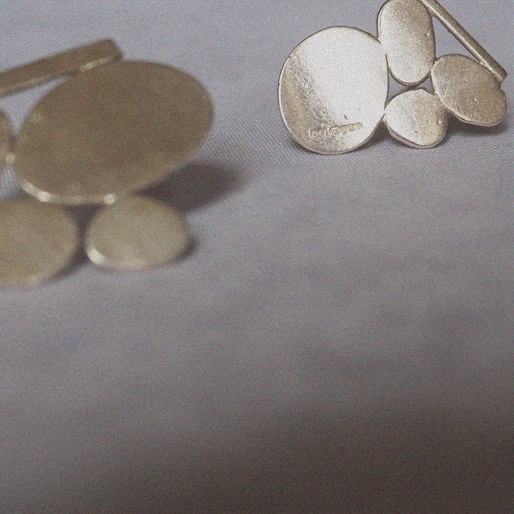 Image of PAOLA MIDI PEBBLE STUDS