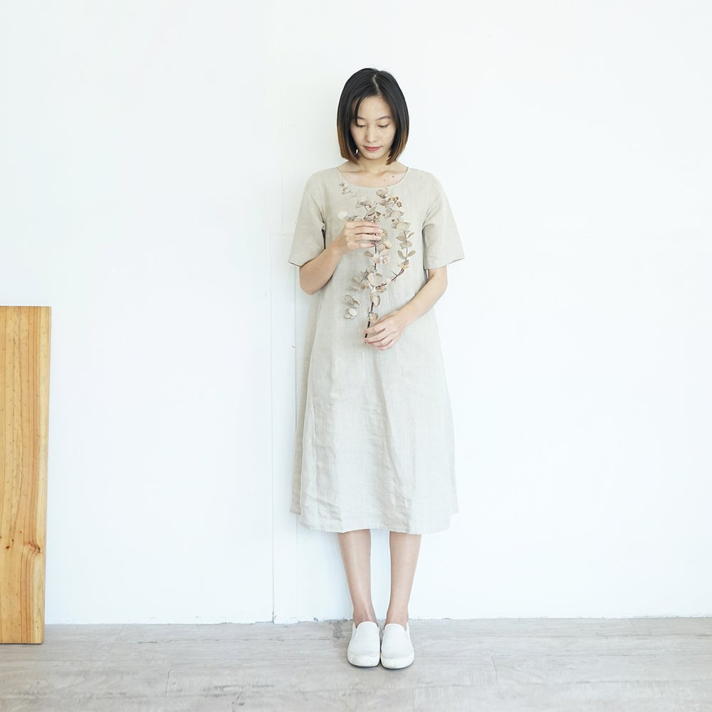 Image of Camellia Dress /  Round Neck Short Sleeve Linen Dresses with Pockets Natural Color