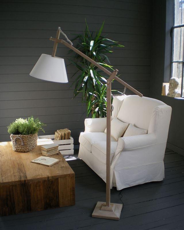 Image of Lampada da terra natural in legno cerusé
