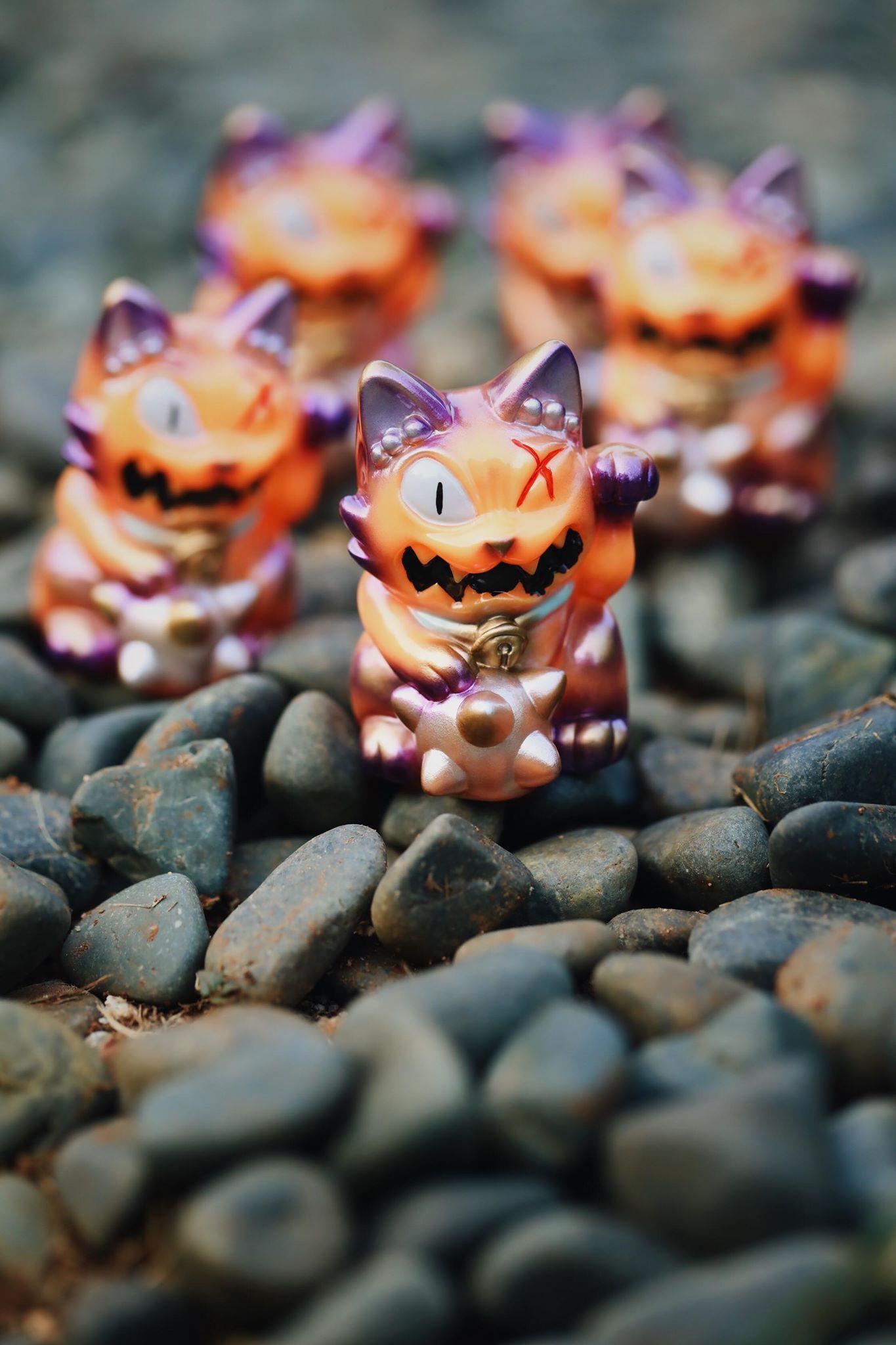 Image of Stickup monsters Maneki Wananeko custom by Hyu
