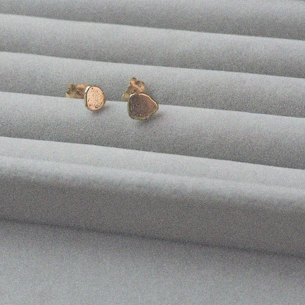 Image of Paola Single Pebble Gold Stud
