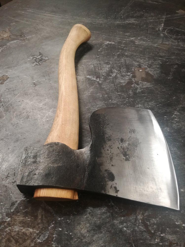 "Image of 3lbs English ""Coach Makers"" side axe, with hand carved ash haft"